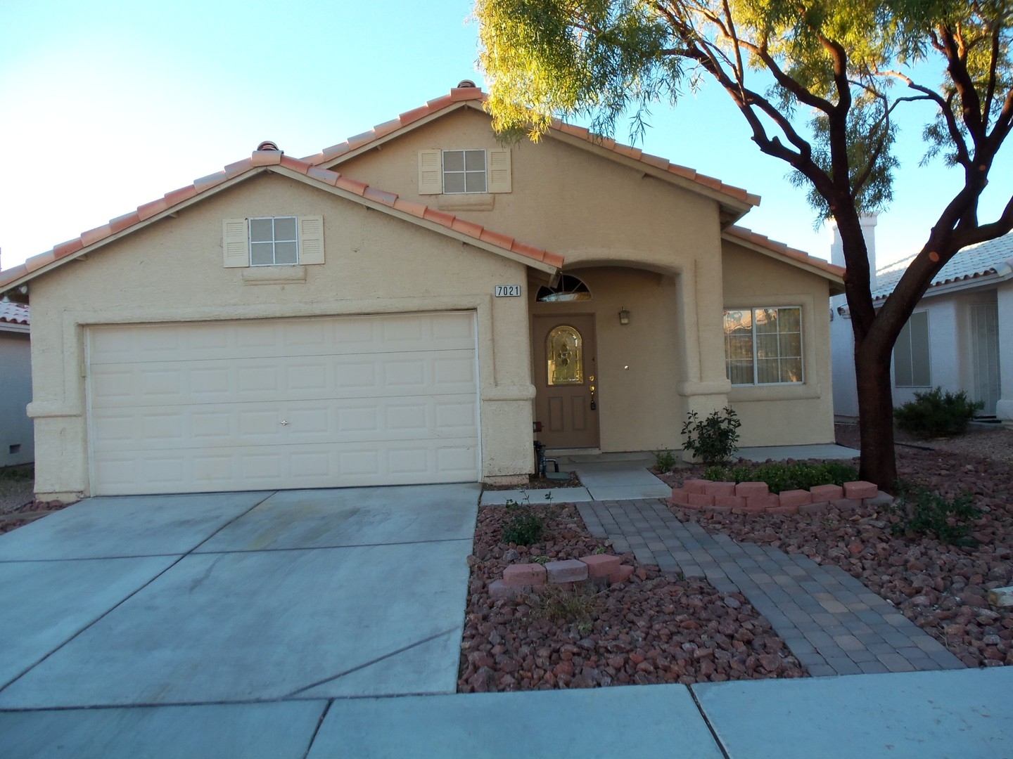 Apartments and Houses for Rent Near Me in Lone Mountain ...