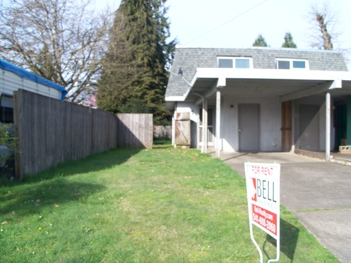 330 S 52nd Place, Springfield, OR 97478