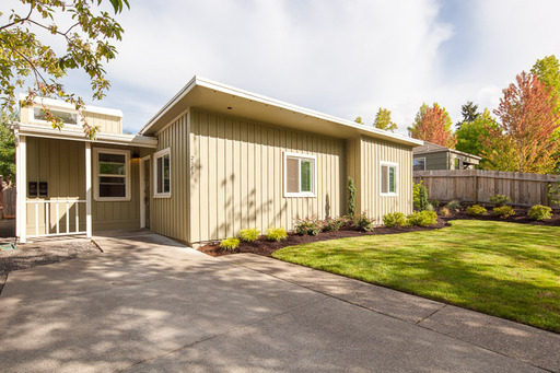 2585 Kincaid St, Eugene, OR 97405-3057