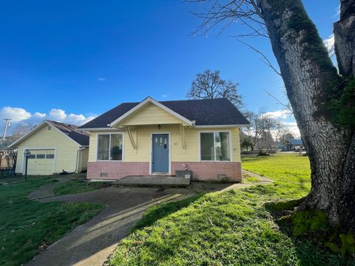 385 A St, Creswell, OR 97426