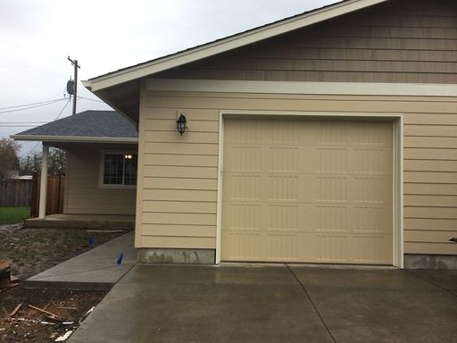 68 V St , Springfield, OR 97477