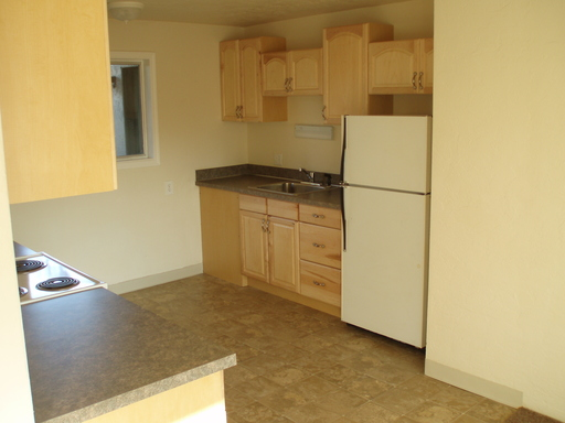 335 C St #5, Springfield, OR 97477