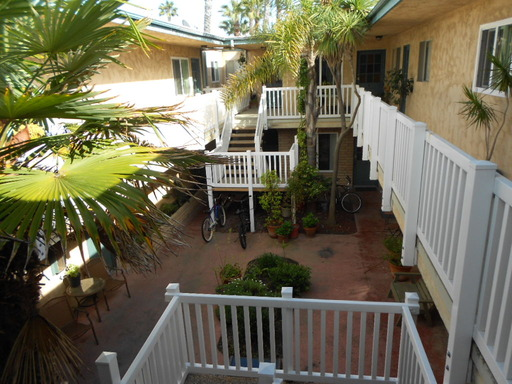 Apartment for Rent in Huntington Beach