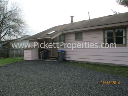 Conveniently Located 3 Bedroom Duplex in East Bremerton