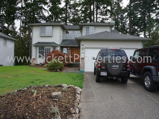 4 Bedroom with Scenic Views from Kitsap Lake Community