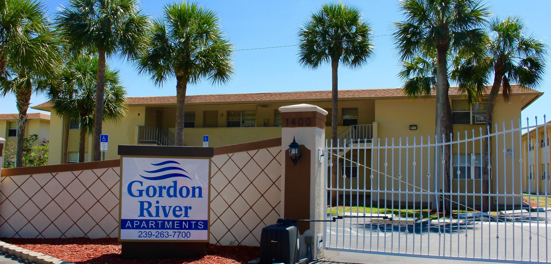Gordon river apartment homes 3 bedroom 1400 5th ave n - 1 bedroom apartments in naples fl ...