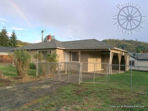 House for Rent in Roseburg