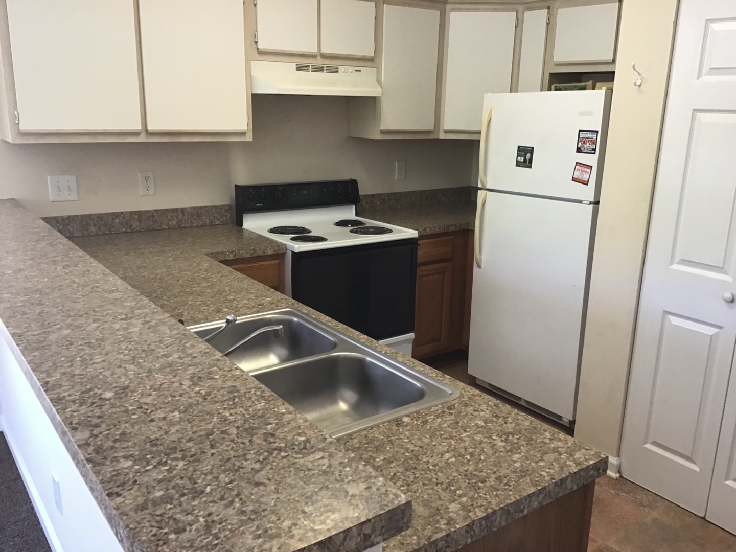 Unfurnished 1 Bedroom Condo In River Oaks