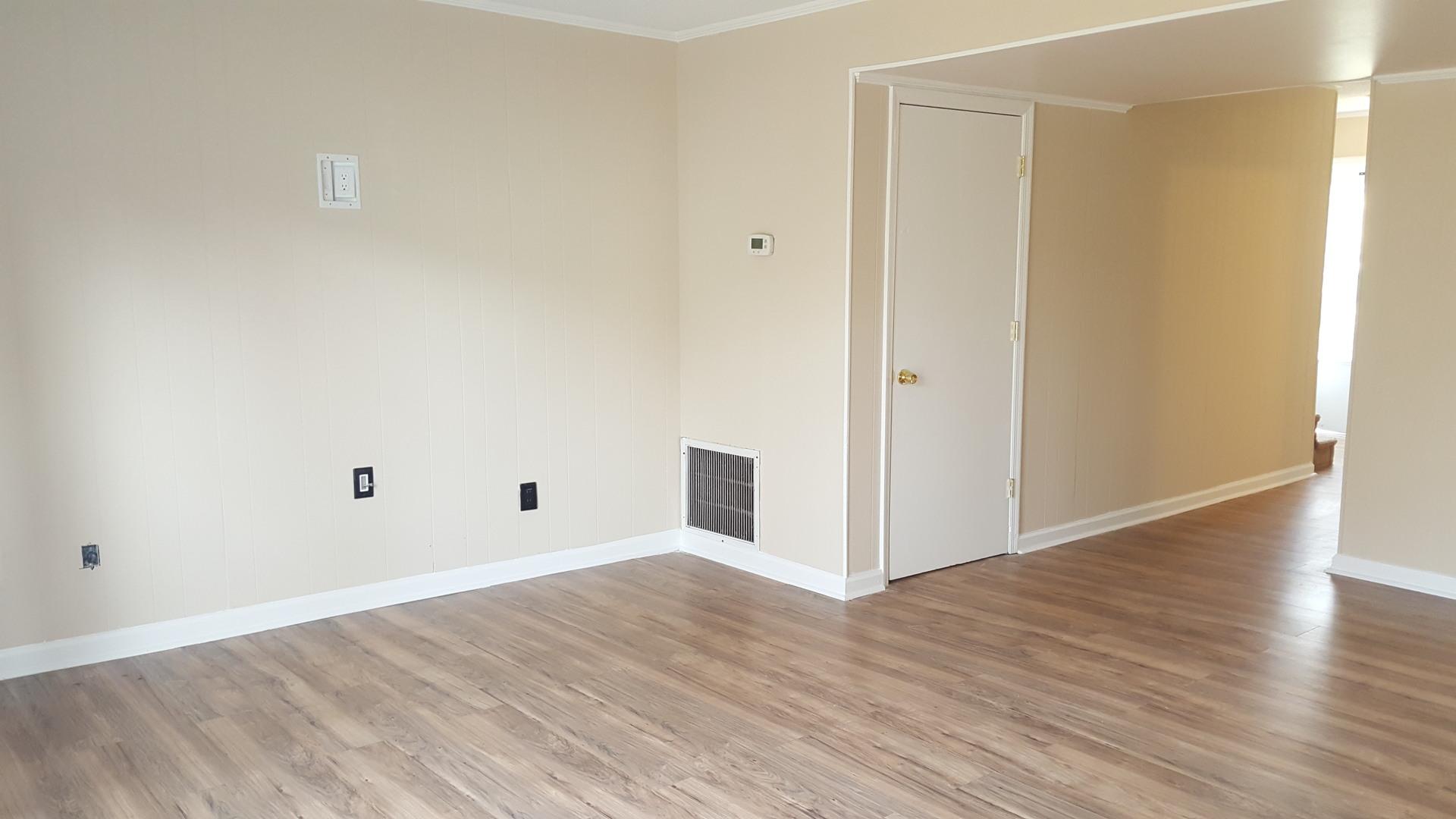 2 Bedroom Townhome W/ Wood Floors Long Term Rental