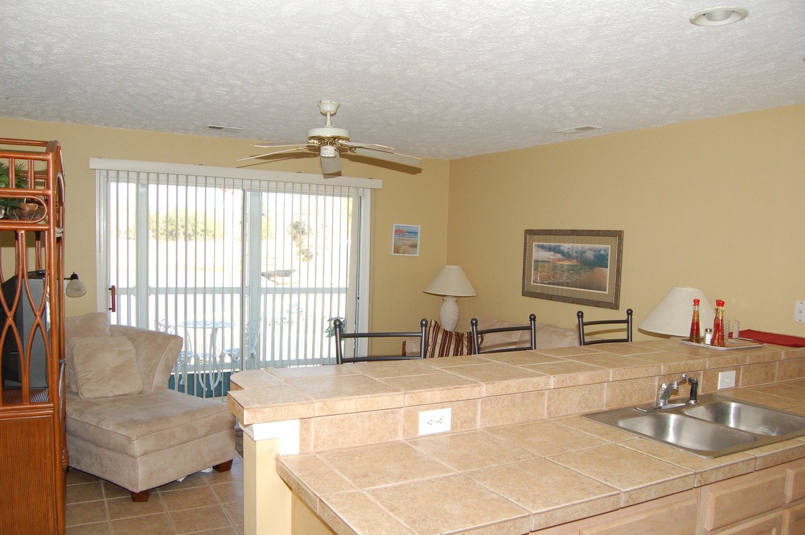 2nd Floor Furnished 1 Bedroom Condo In River Oaks