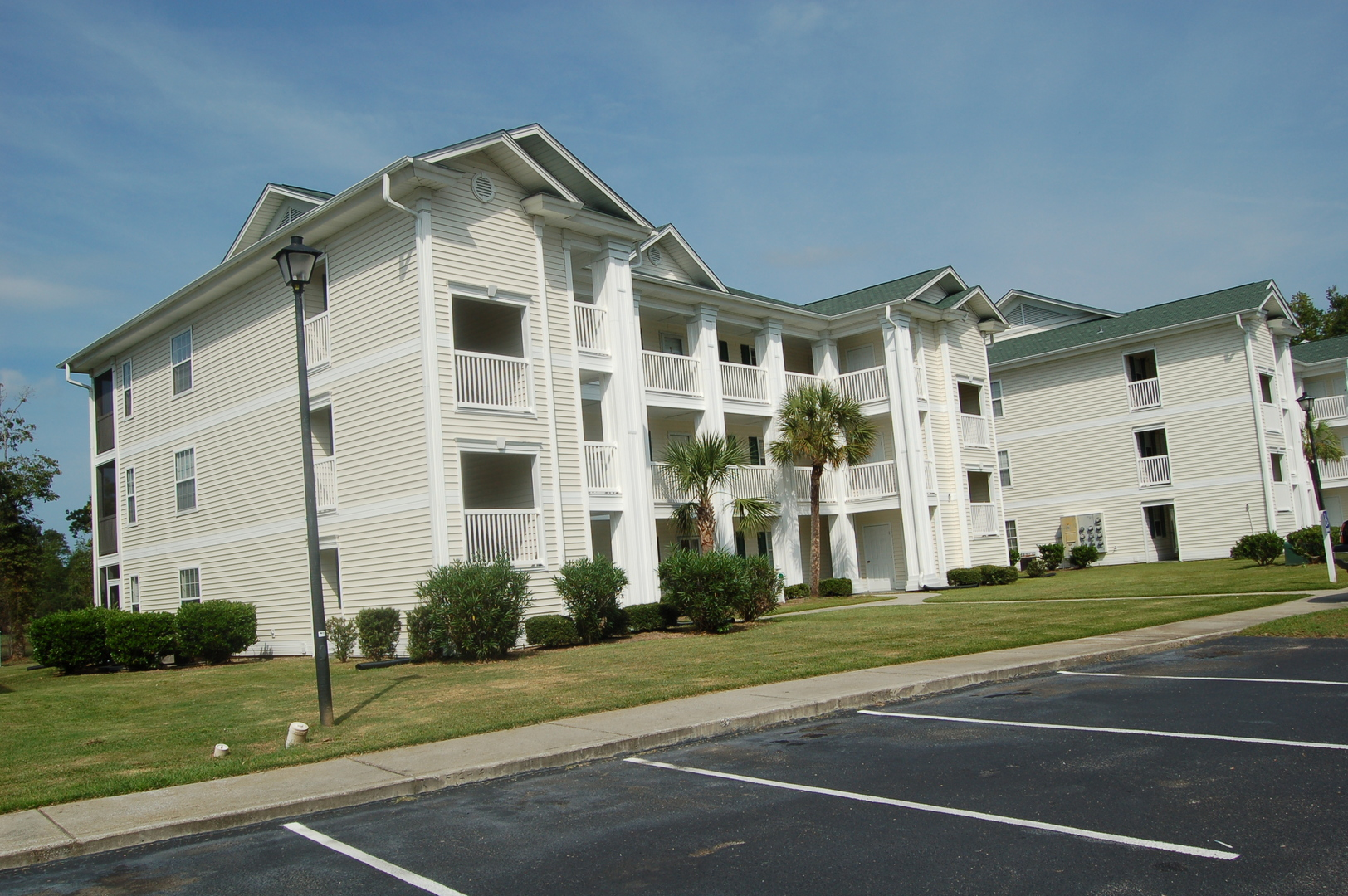 Fully Furnished 2 Bedroom Condo In River Oaks