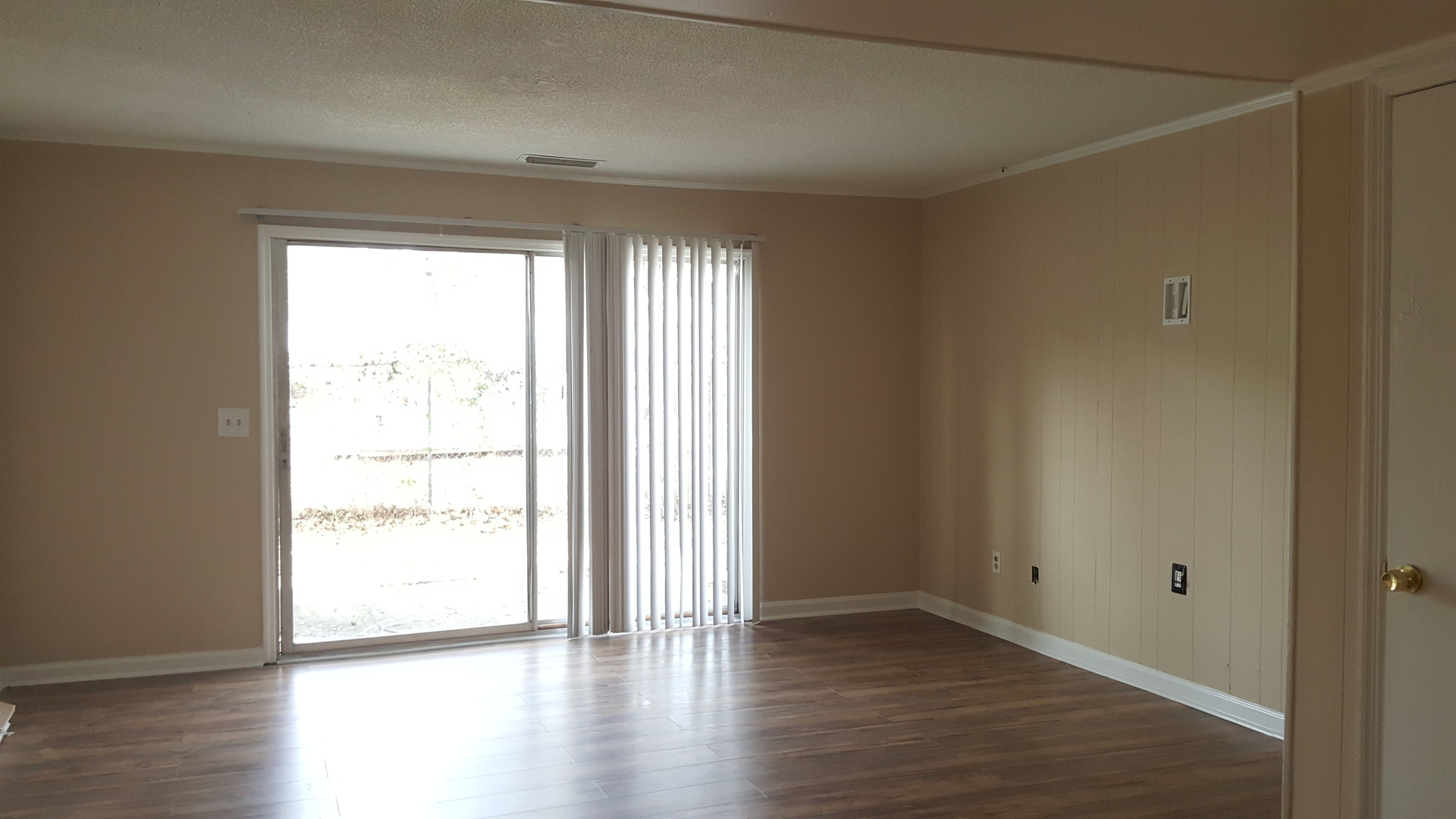 2 Bedroom Townhome W/ Wood Floors