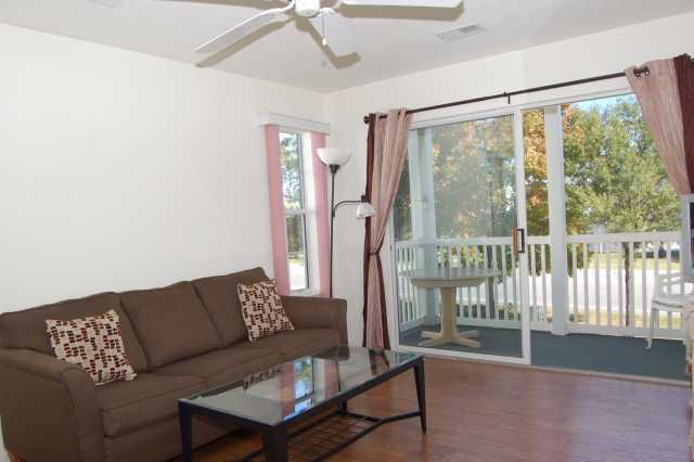 Beautifully Furnished 2 Bedroom In The River Oaks Community